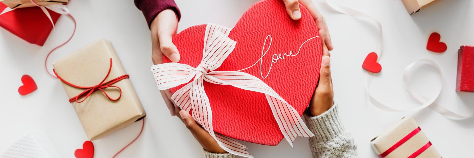 valentine's gift for him under 1000